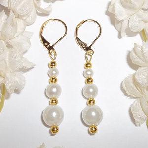 Simple White Pearl Costume Jewelry Earrings 4978